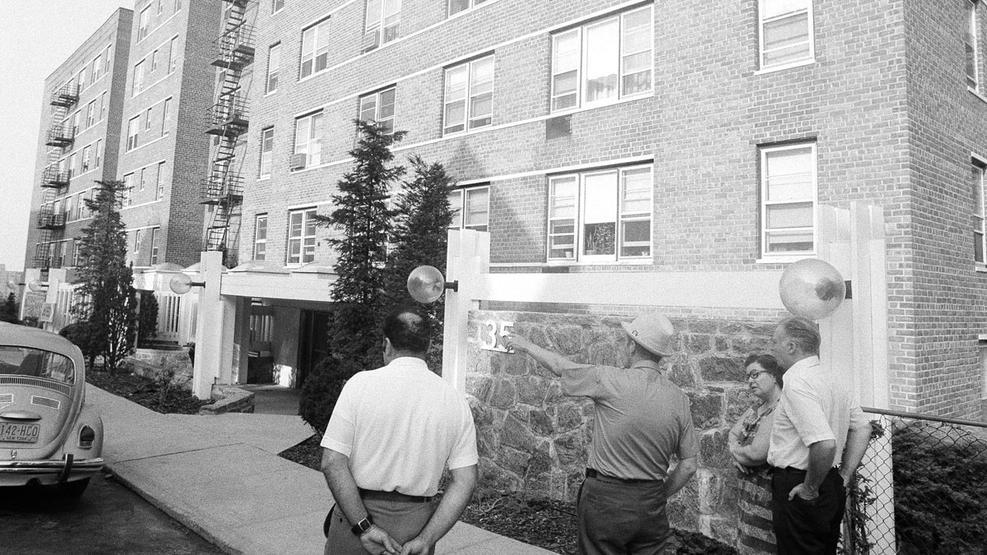 Police outside David Berkowitz apartment on 35 Pine Street in Yonkers