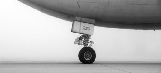 Airplane wheel and wheel well