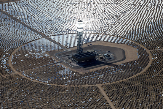 Solar power plant uses mirrors to produce steam to drive turbines