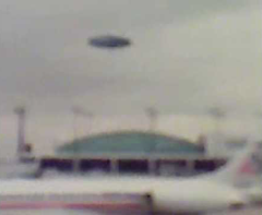 Alleged photo of 2006 Chicago O'Hare UFO - origin and authenticity of photo is unknown