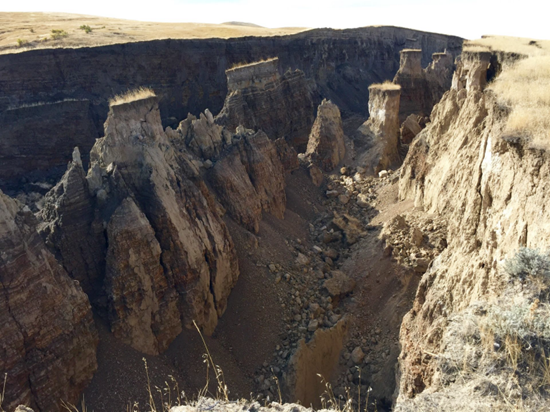 Huge crack opened in earth in Wyoming
