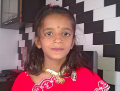 Shreya Darji from Gujarat, India has ants infesting her ear