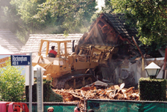 O.J. Simpson's estate on Rockingham Ave being demolished in 1998
