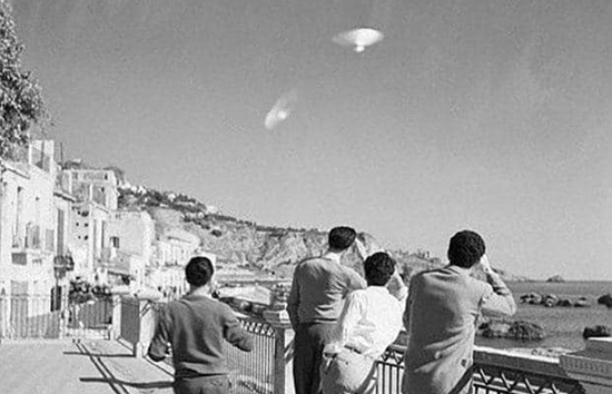 UFO over Sicily, Italy. December 10, 1954